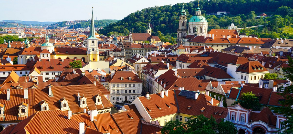 866 hectars of history and architecture gems. We will help you find your way through this maze of Prague sights.